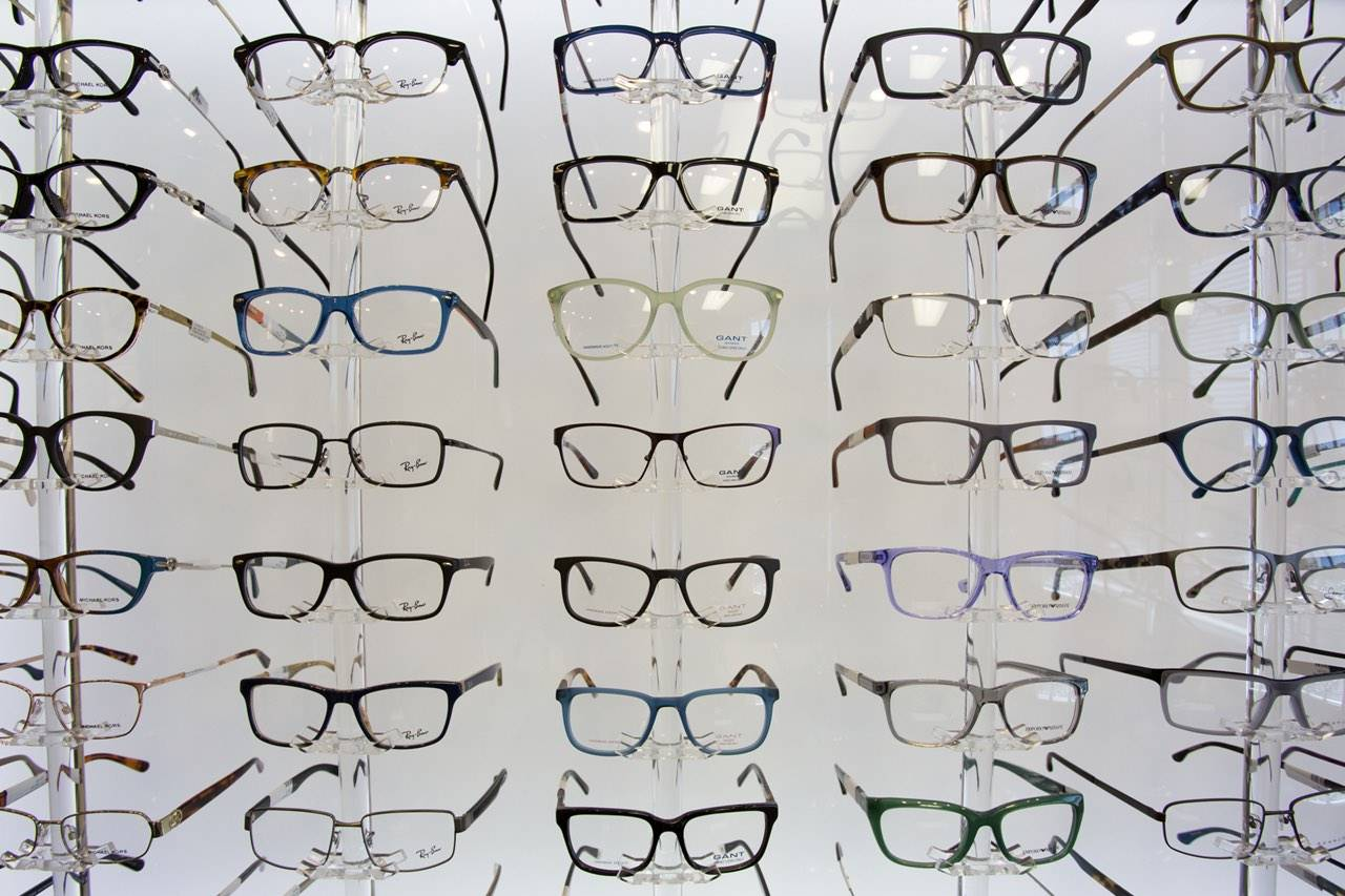 glasses_full_wall_display