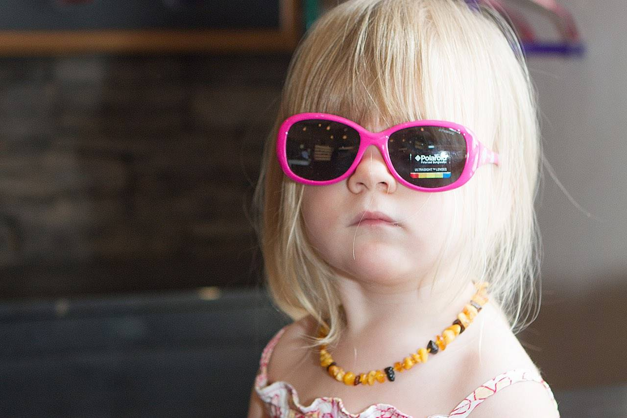 blonde preschooler wearing pink sunglasses in hilo hi