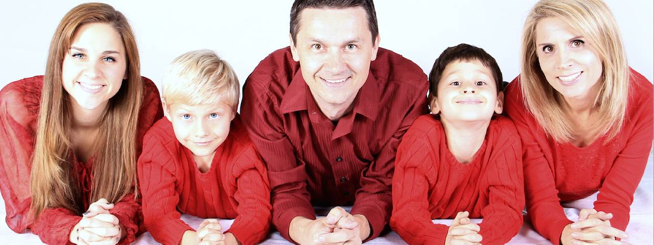 family of five in red 1280x480