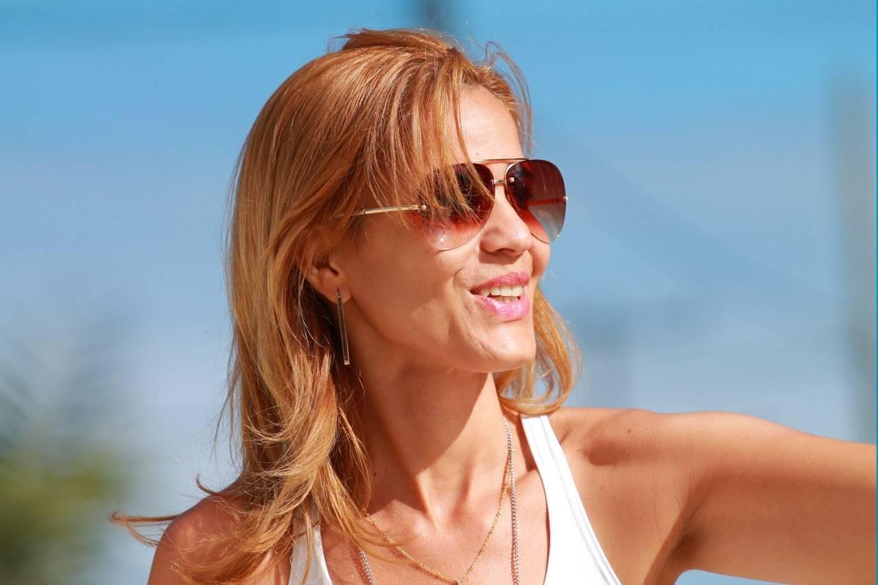 blonde woman wearing sunglasses in hilo ha
