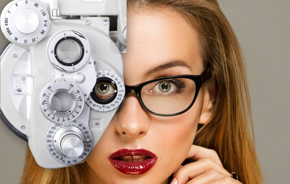 woman getting an eye exam in north atlanta ga