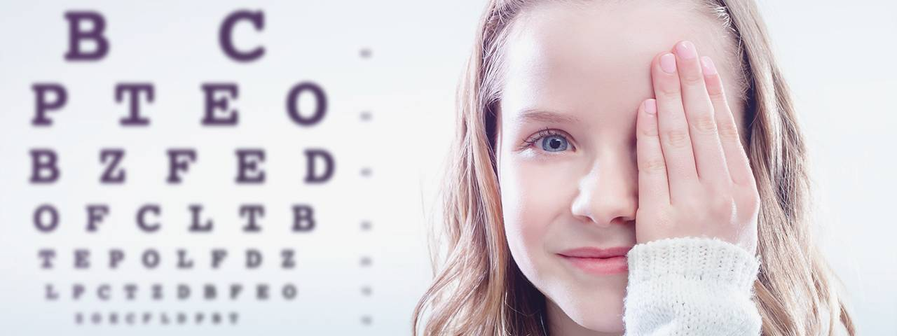 Girl having eye exam in Thornhill
