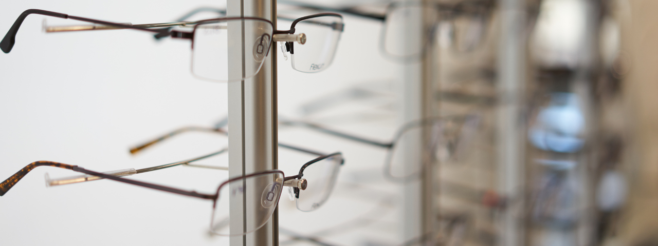 glasses_display_left_focus_blur_right_1280x480